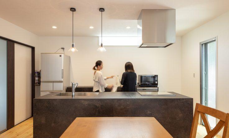 施工事例/無垢フローリングがやさしい、インダストリアルな二世帯住宅 更新しました