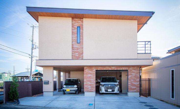 施工事例/室内塗り壁とレンガで格調高く。外へとつながる2階リビングと、ビルトインガレージのあるお家...