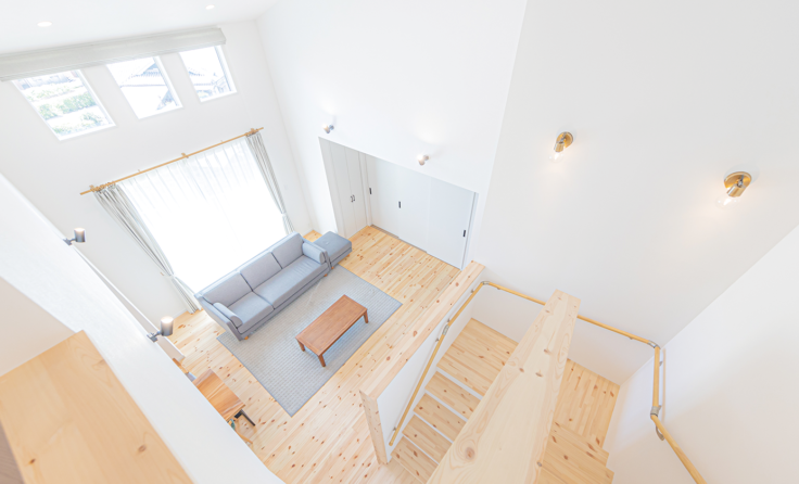 施工事例 / 生活がワンフロアで完結。平屋のように暮らせる吹き抜けリビングのお家 更新しました