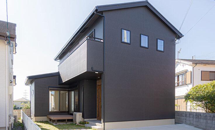 施工事例 / 面積以上に広く見せるリビングとコンパクトな家事動線のシンプルハウス 更新しました